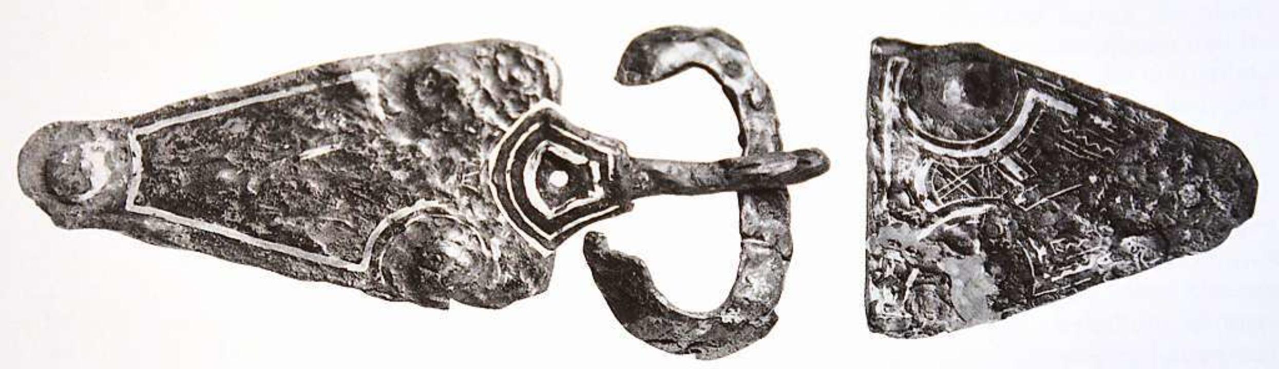 Die 1989/90 gefundene dreiteilige Gürtelgarnitur    Foto: BZ