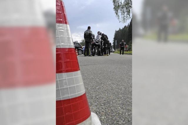Biker mit Gefahren konfrontieren