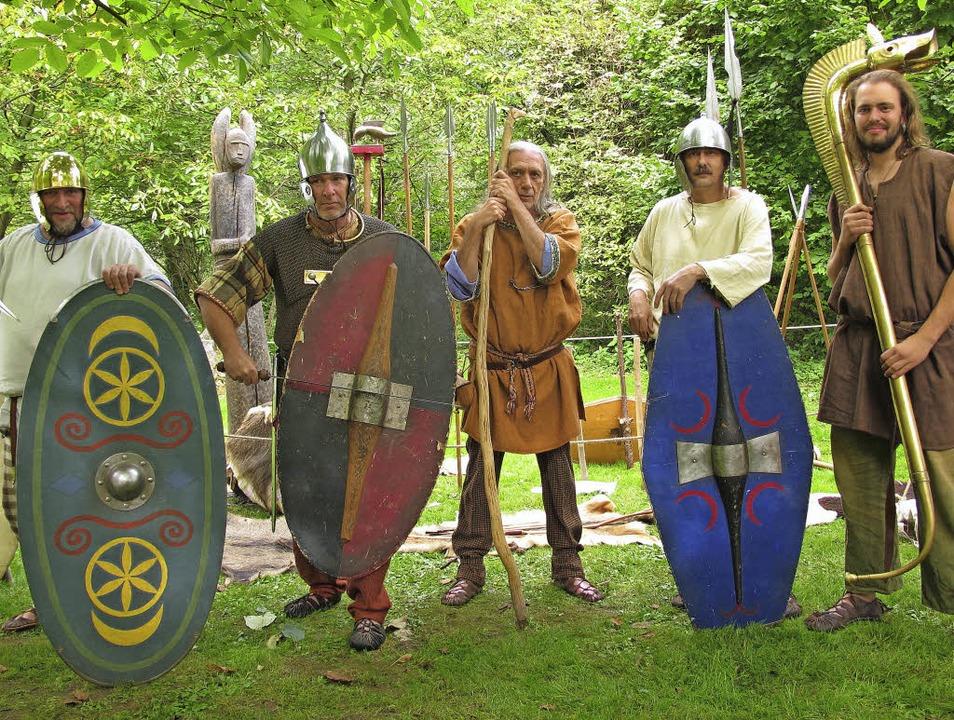 Kriegerische Kelten der Keltentruppe C...Christopher Eger, auch aus Rottenburg.  | Foto: Jutta Schütz