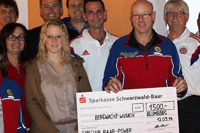 FC-Bayern-Fans unterstützen die Bergwacht Wutach