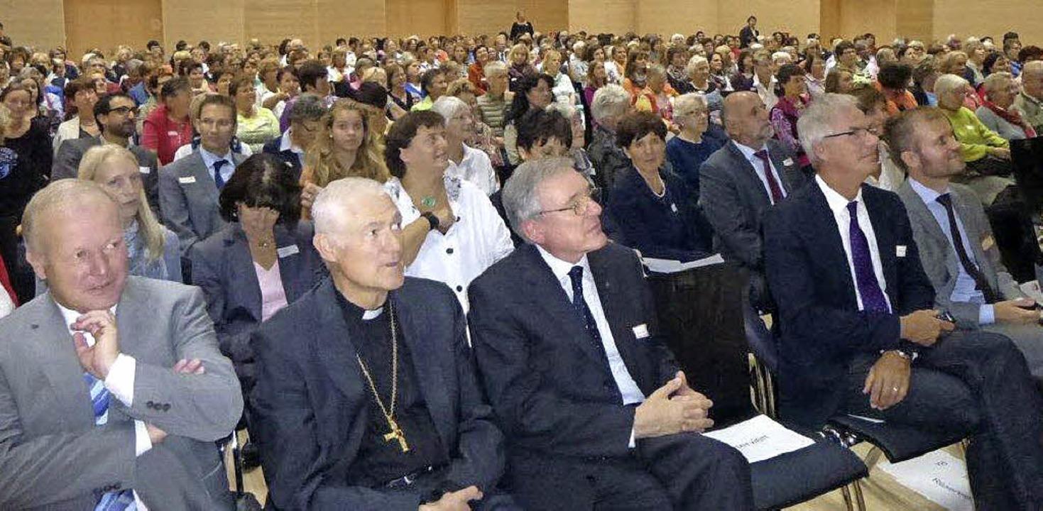 Prominenz aus Politik und Kirche feier...roß, Leiterin der Söldener  Zentrale.   | Foto: Anne Freyer