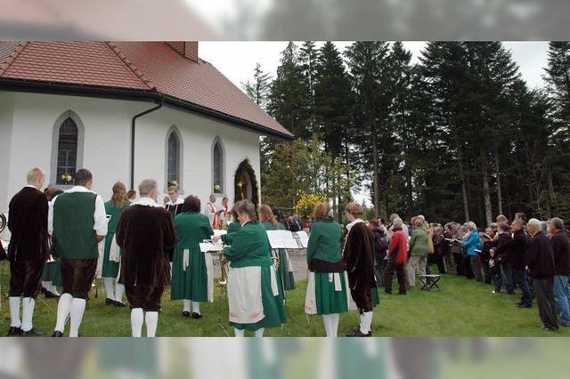 Patronatsfeier vor der Ödlandkapelle