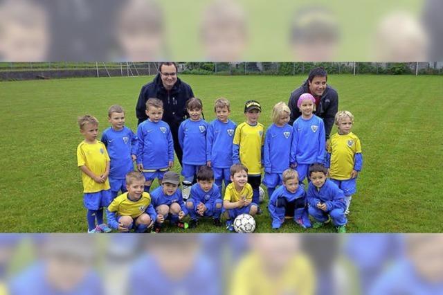 Götze und Ginter als Vorbilder für die Kinder der Fußballschule