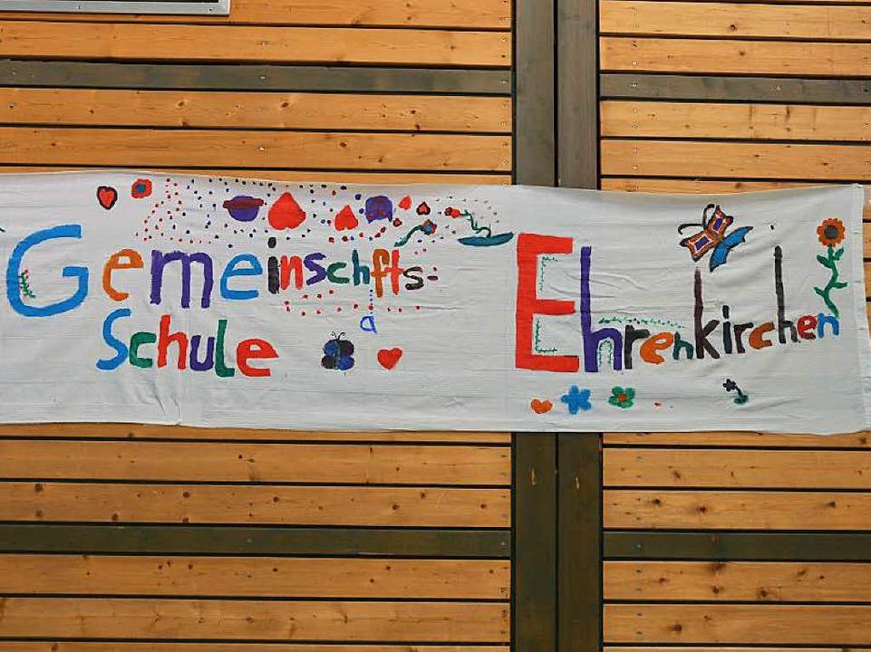 Bunt dekoriert war die Kirchberghalle für den Start der neuen Schule.  | Foto: Andrea Gallien