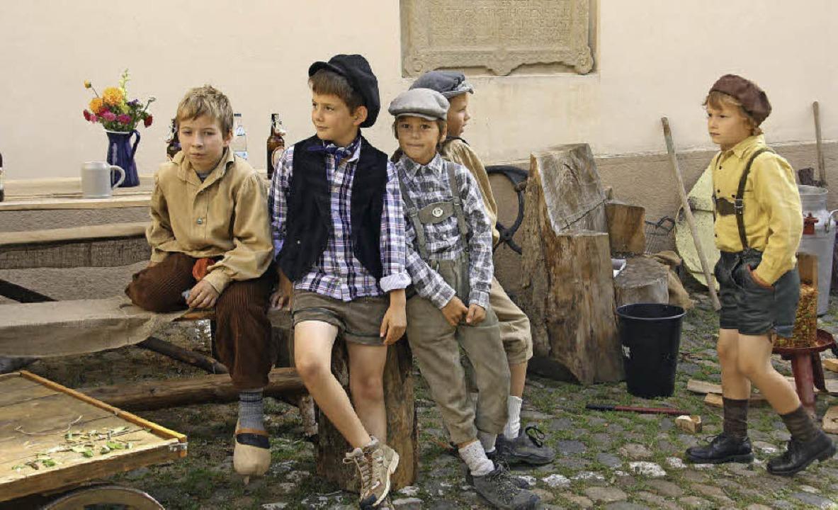 Verkleiden macht Spaß: Kinder in historischen Kostümen in Staufen    Foto: Hans Jürgen Kugler