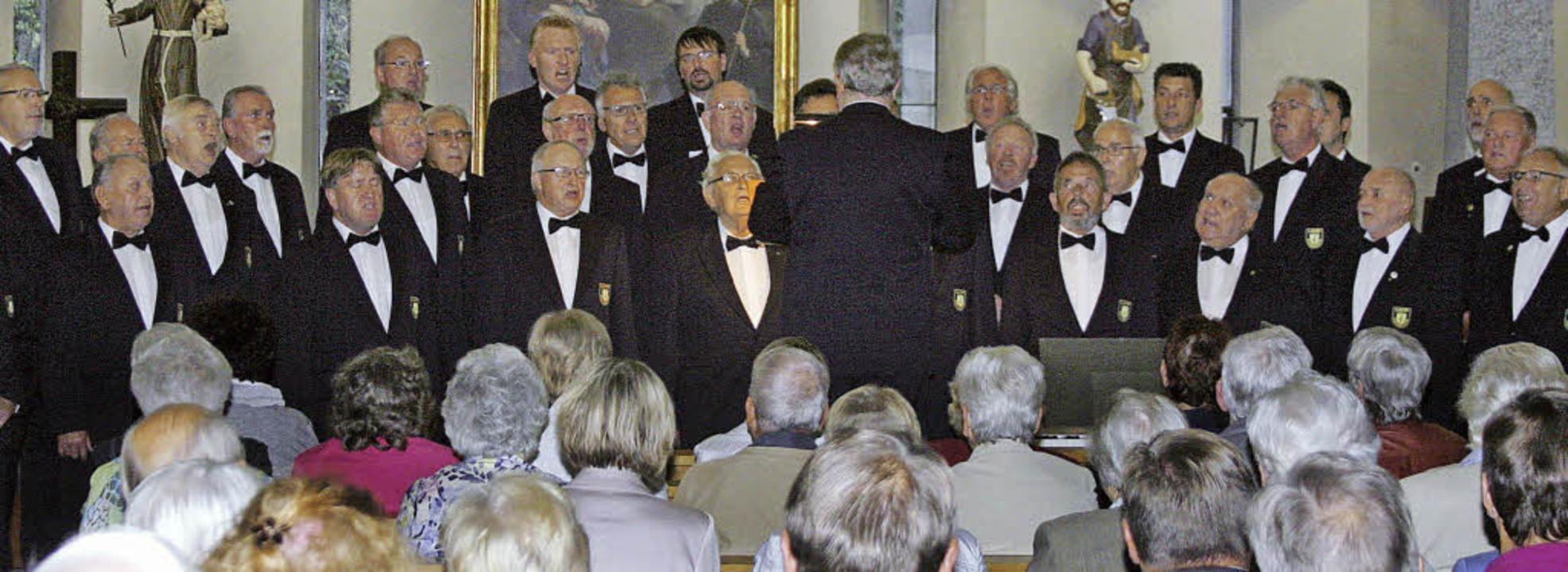 Voll besetzt war die Kirche beim Gastspiel des Polizeichores Lahr.      Foto: heidi fössel
