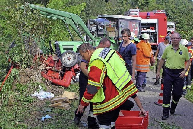 Schwerer Traktorunfall zwischen Achkarren und Bickensohl