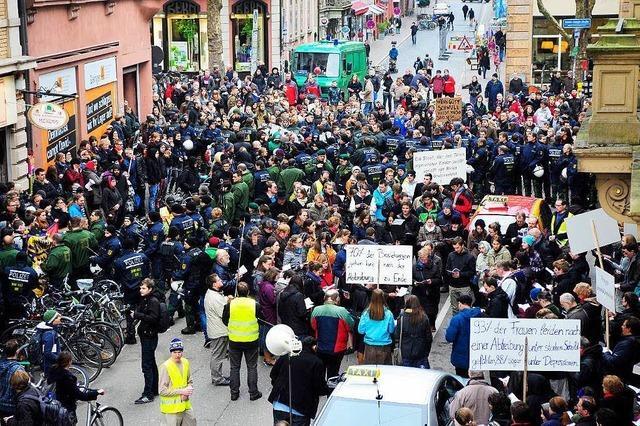 Freiburger Studentin stört Demo der Piusbrüder und muss Strafe zahlen