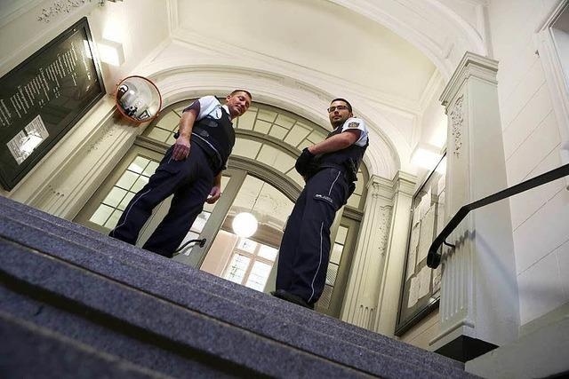 Die Justiz zeigt Präsenz vor dem Lahrer Amtsgericht
