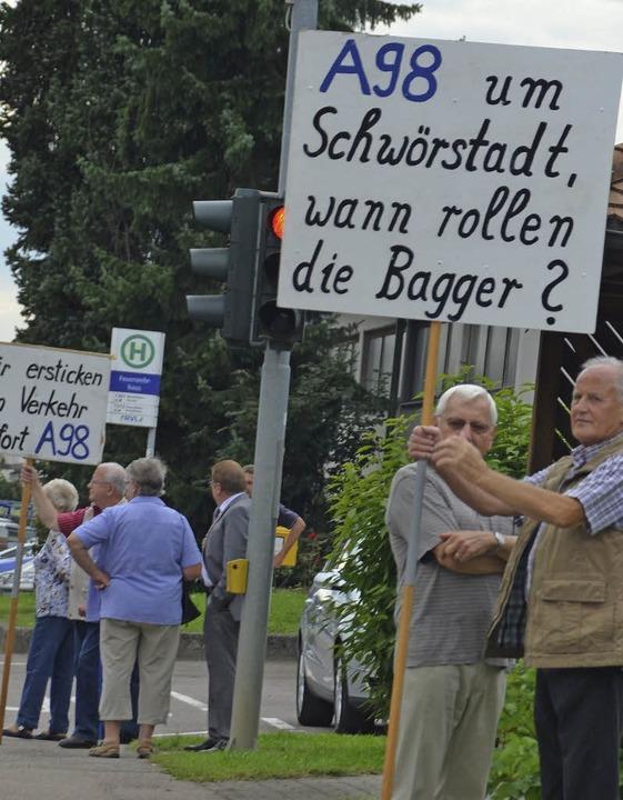 In Schwörstadt demonstrierten Anwohner...er B34 für einen raschen Autobahnbau.   | Foto: Michael Krug