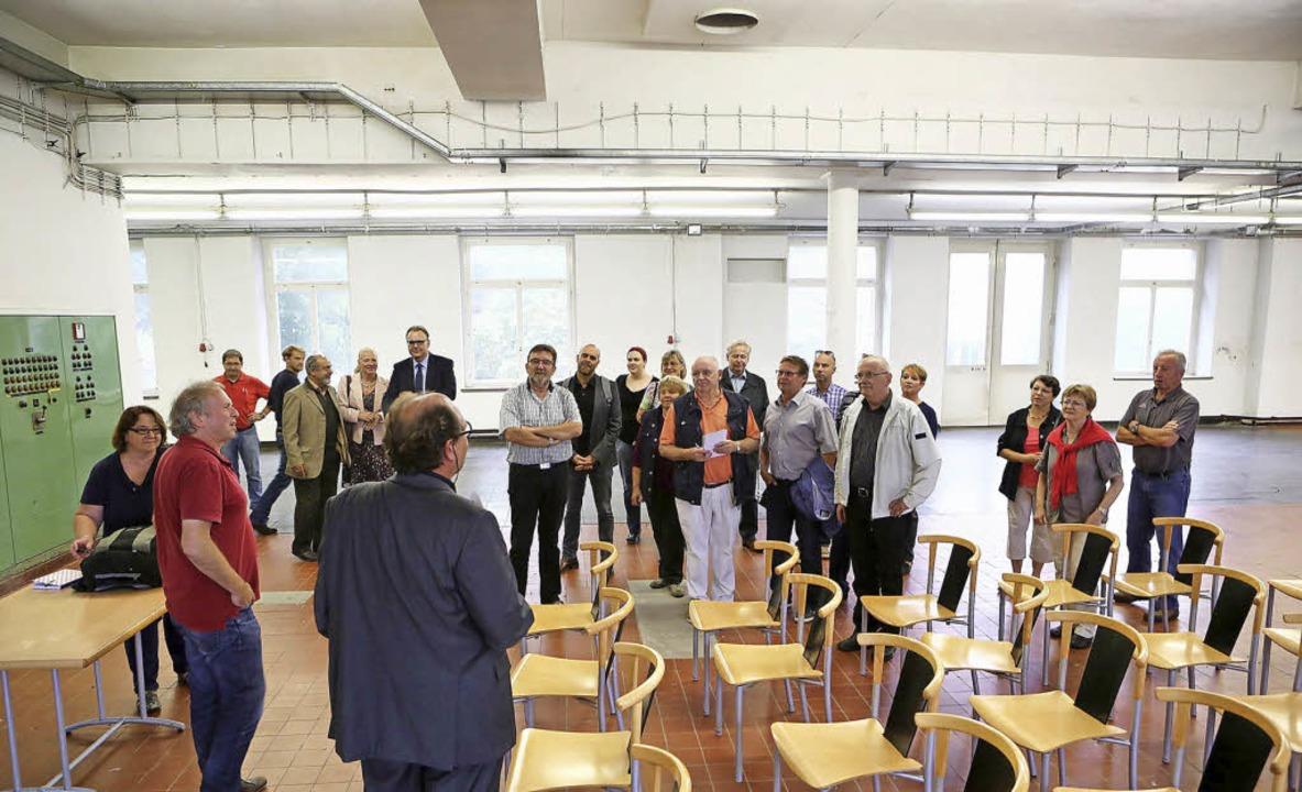 Räume mit Potenzial präsentierte Eckeh...SPD-Besuchergruppe auf dem Zeit-Areal.  | Foto: BREITHAUPT