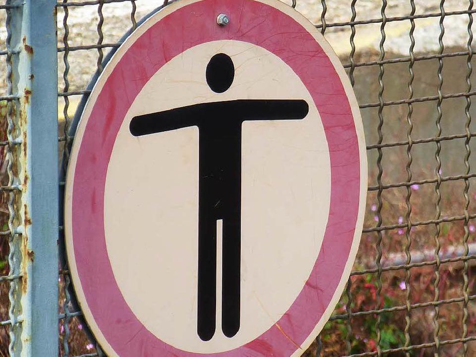 Gefahr über die Gleise.    Foto: Peter Stellmach