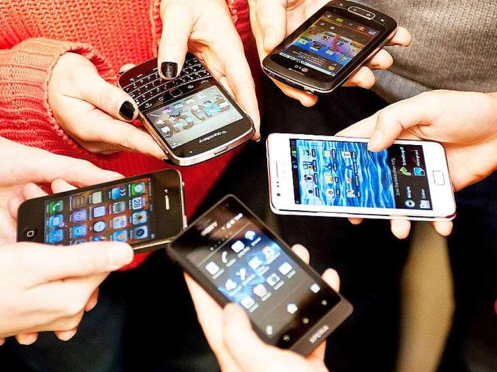 kinder und smartphones mit 10 sind alle online computer medien badische zeitung. Black Bedroom Furniture Sets. Home Design Ideas