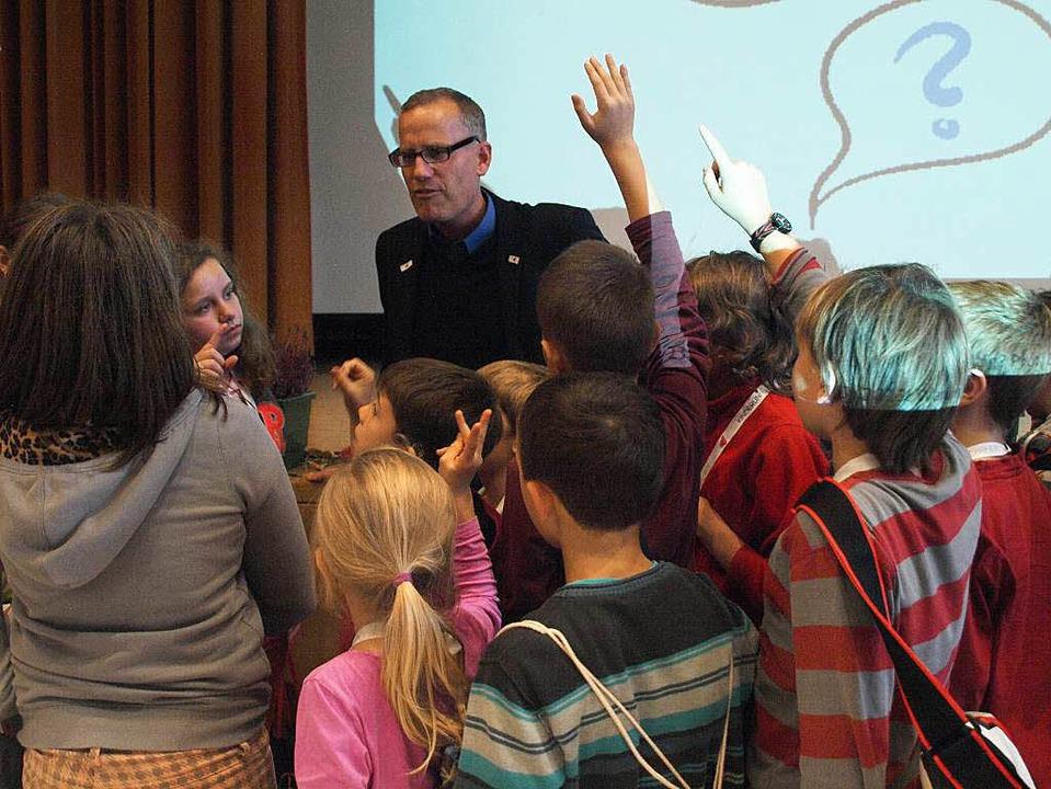 Lebhaft geht es zu in den Vorlesungen der Kinderuni Hochrhein  | Foto: Karin Stöckl-Steinebrunner