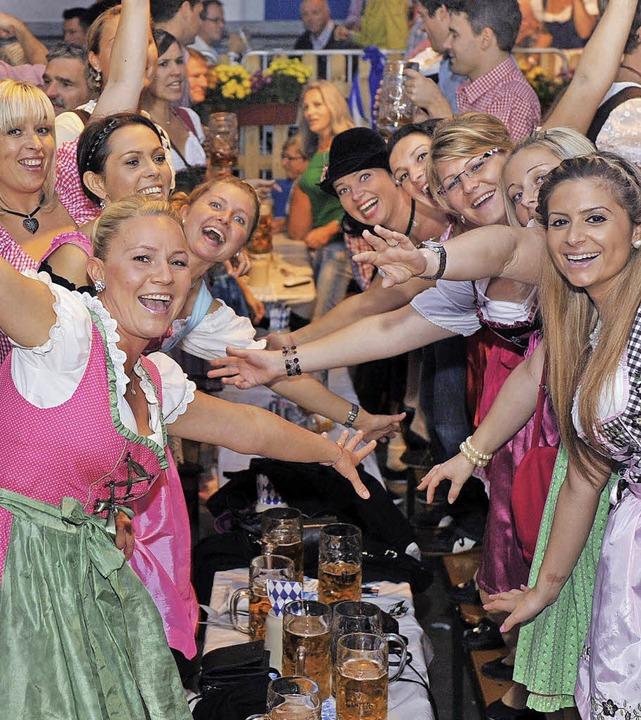 Dirndl, Lederhosen, Bierkrüge – ...typisches Oktoberfest scheint simpel.   | Foto: R. Eggstein