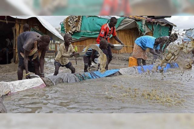 Überschwemmungen und ein Bürgerkrieg um Öl - eine Millionen Menschen betroffen