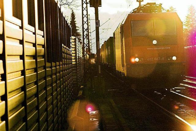 Bahn baut Schallschutzwände beim Offenburger Bahnhof