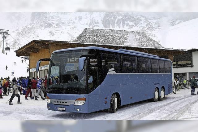 Einsteigen und abschalten: Mit dem Reisebus ins Skigebiet