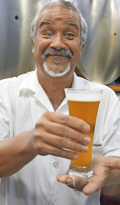 Produziert täglich bis zu 2000 Liter Bier: Braumeister José Martinez  | Foto: Martin Cyris