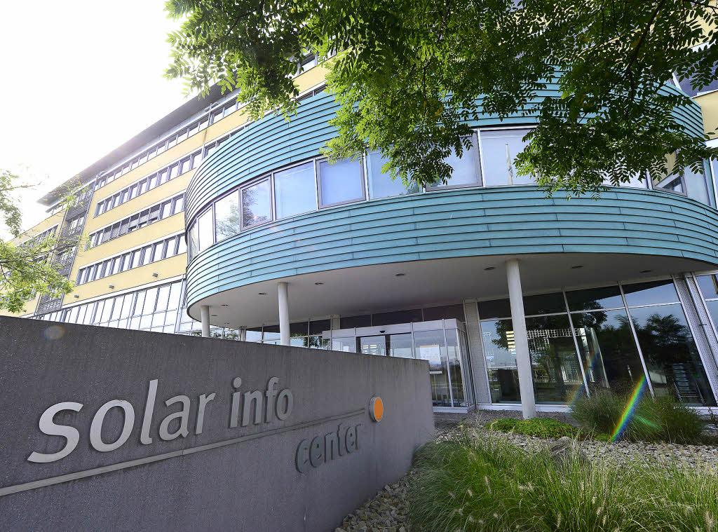 solar info center ist zu einem aush ngeschild der. Black Bedroom Furniture Sets. Home Design Ideas