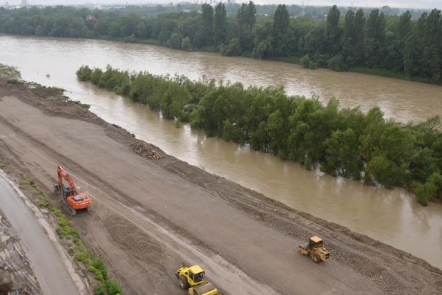 Bauarbeiter beseitigen 1,5 Tonnen Kampfmittel am Rheinufer