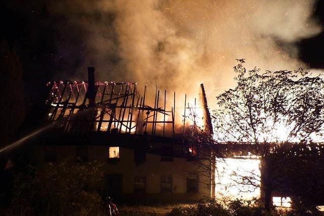 Bauernhof brennt – 20 Kälber sterben