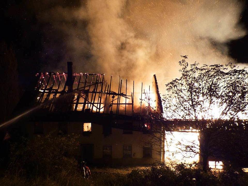 Der Bauernhof in Birndorf brannte vollständig ab.    Foto: Polizei