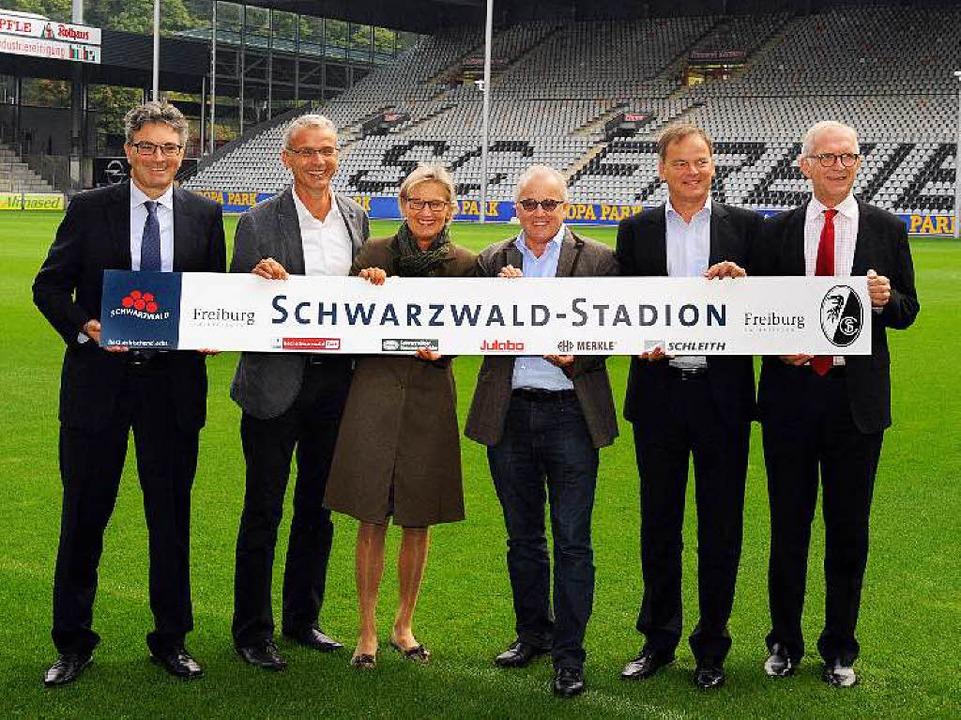 Der neue Name wird präsentiert: Oberbü...tsführer  Bernd Dallmann (von links).   | Foto: Achim Keller