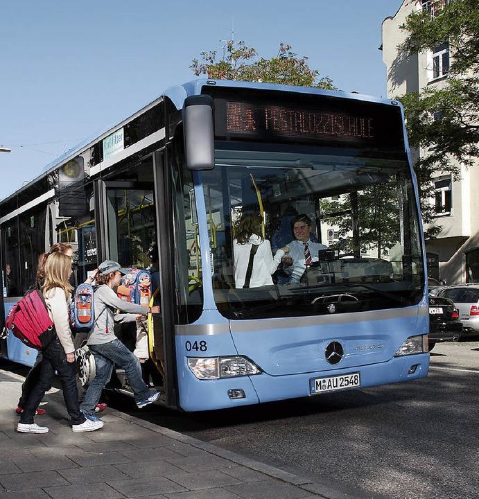 Linienbus mit Schülern    Foto: Daimler
