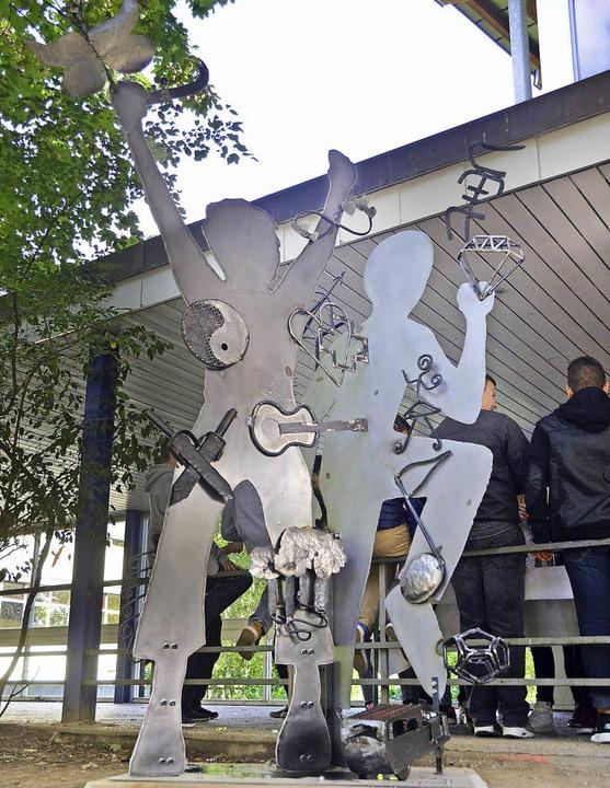 Die neue Metallskulptur an der Landeck-Schule.    Foto: Susanne Müller