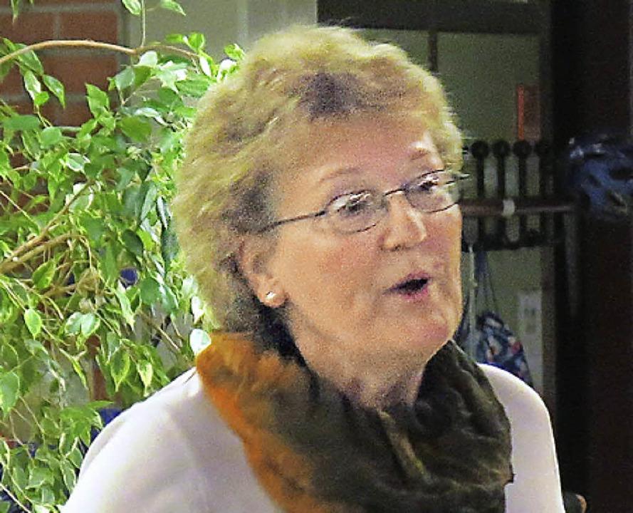 Helen Ens mit viel Enthusiasmus und Leidenschaft bei der Chorprobe  | Foto: Georg Voß