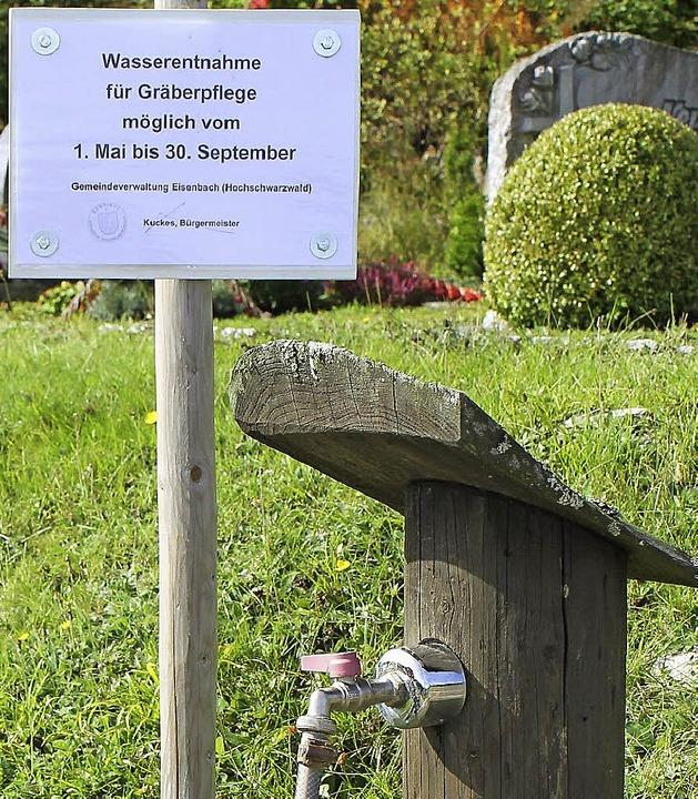 Wasser gibt's auf dem Friedhof nur bis Dienstag.   | Foto: Gert Brichta