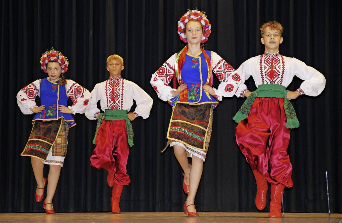 Auftritt der ukrainischen Gruppe Tschervona Ruta in der Stegener Kageneckhalle.  | Foto: Susanne Ehmann