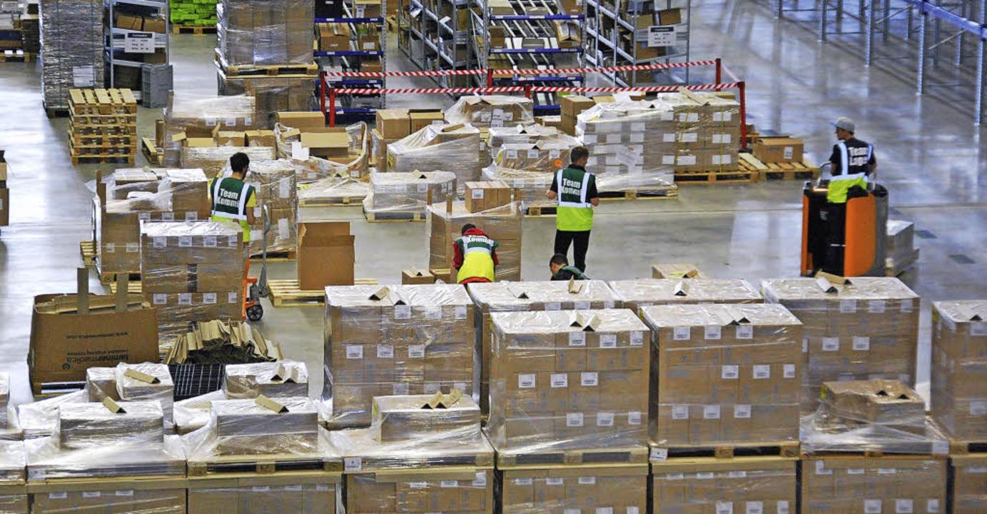 Palettenweise Pharmazeutika werden im Logistik Center Hochrhein umgeschlagen.     Foto: Ralf Staub