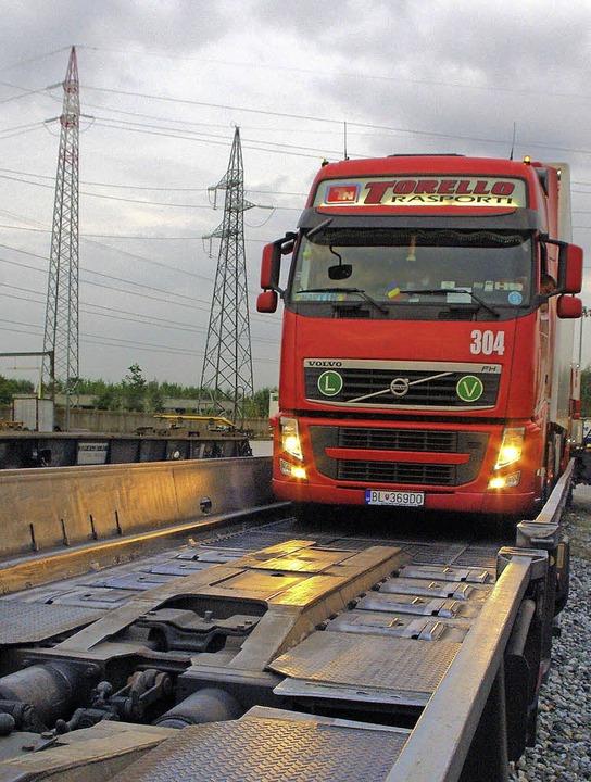 Bis zu 21 Lastwagen transportt jeder Güterzug.   | Foto: rolf Reißmann