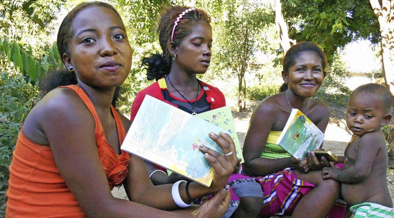 Bücher in der eigenen Sprache lesen zu...n einem Förderverein unterstützt wird.  | Foto: ZVG