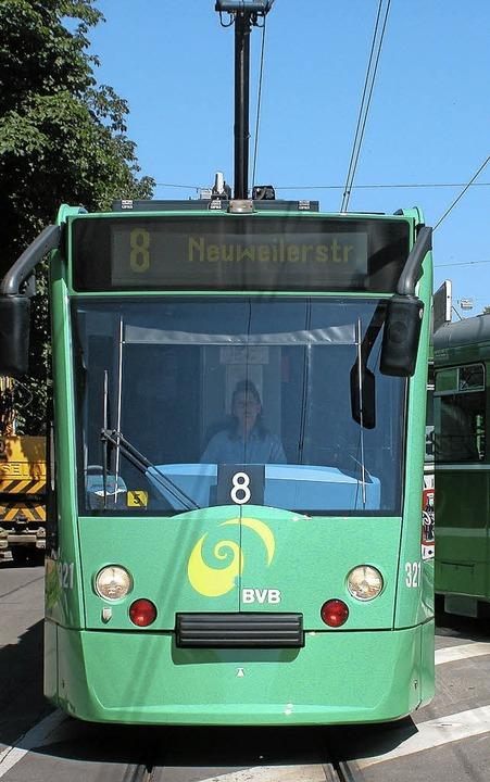 Am Montag beginnen die Testfahrten der Tram durch die Stadt   | Foto: BVB
