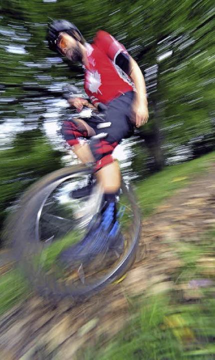 Christian Armin auf dem Einrad bergab   | Foto: Kunz
