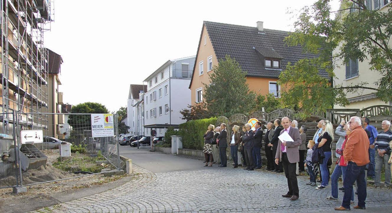 Geschäftsführer Rainer Hunn (mit Unter... an der Gartenstraße 10 (links) nahe.   | Foto: Frey