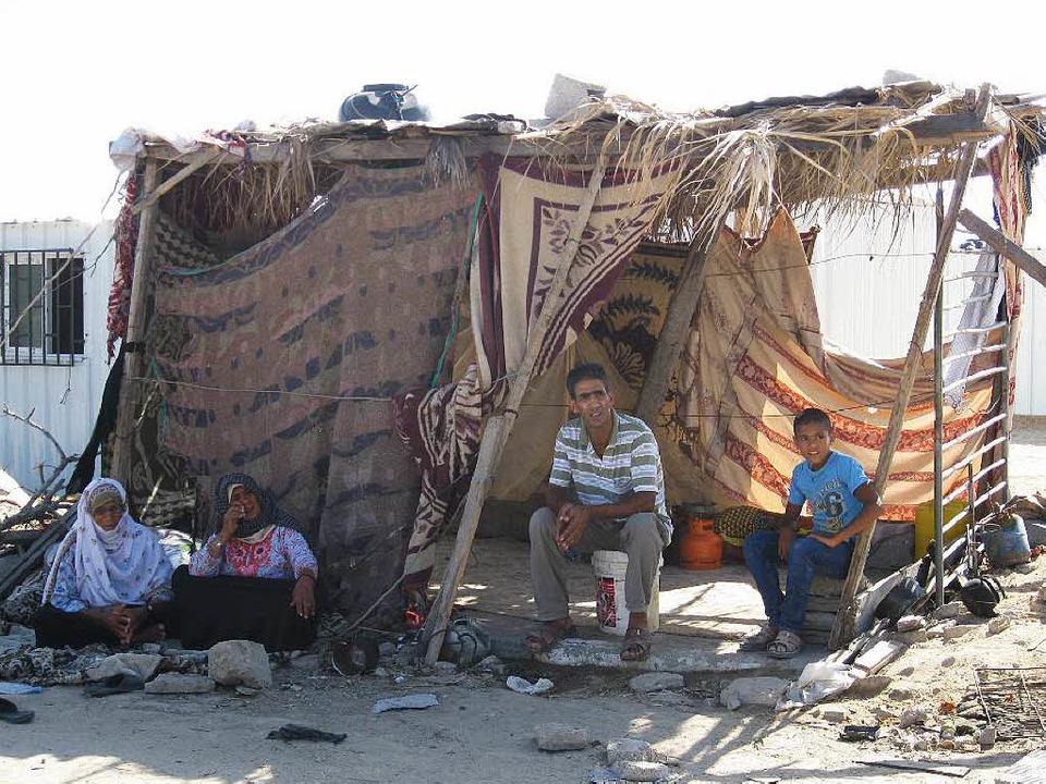 Provisorisch zusammengebaute Hütte im Dorf Husa'a im Gazastreifen   | Foto: Inge Günther