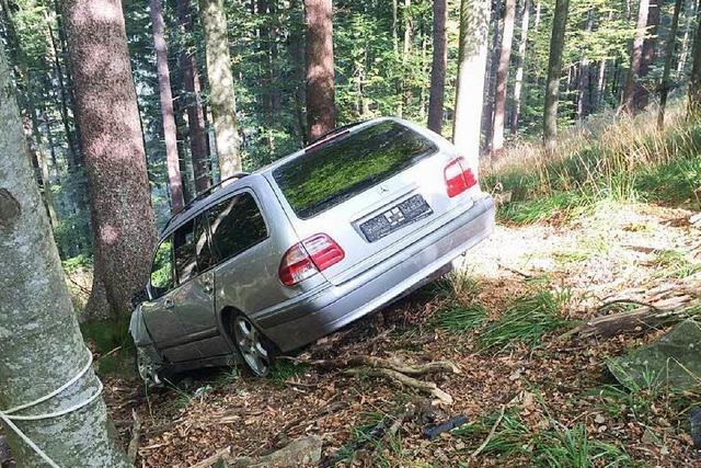 Unfall am Schauinsland: Auto im Unterholz, Fahrer weg