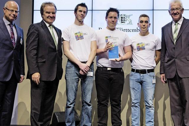 Azubis bekommen Preis für Energiespar-Projekt