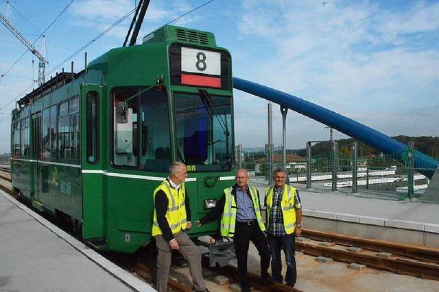 Die erste Tram aus Basel erreicht Weil am Rhein