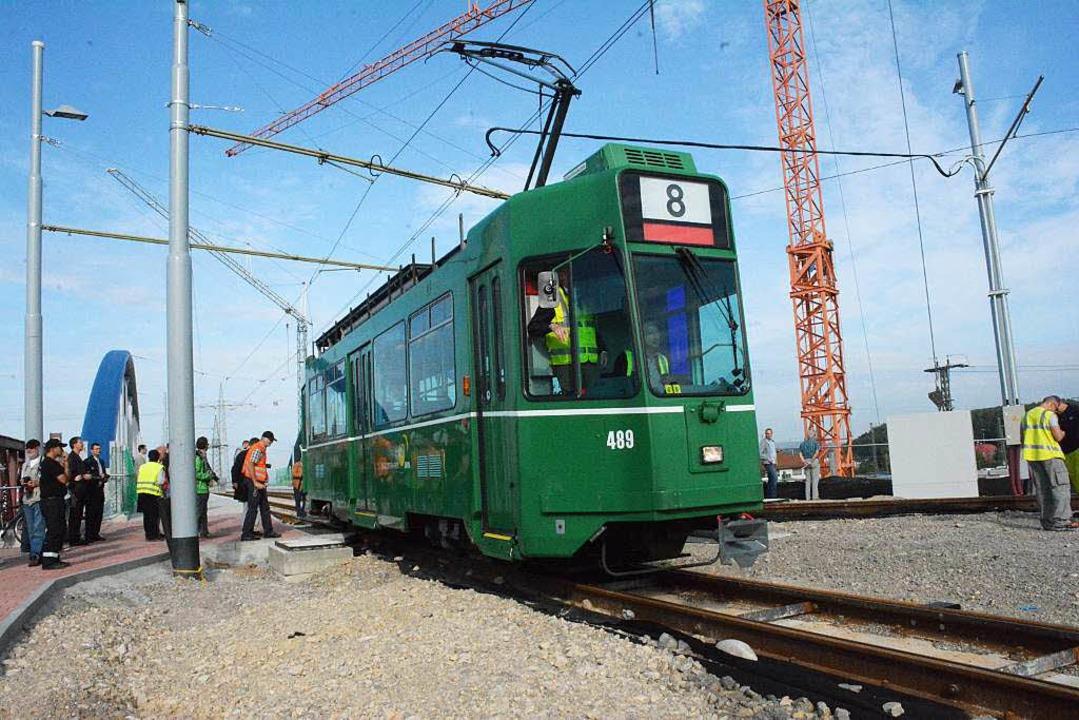 Von der Trambrücke geht's nun Richtung  Wendeschleife.  | Foto: Hannes Lauber