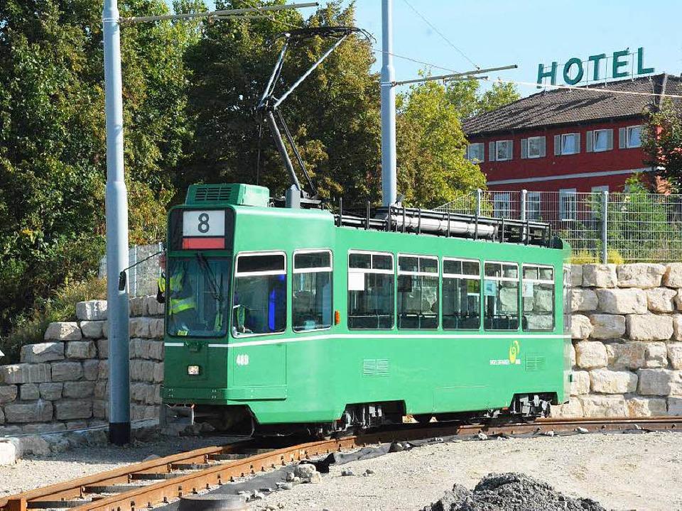 Im Hintergrund sieht man das Hotel Leopoldshöhe.  | Foto: Hannes Lauber