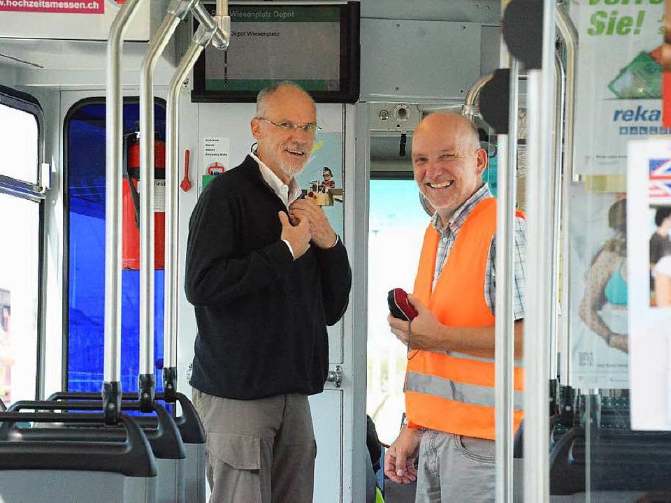 Axel Moick vom Weiler Tiefbauamt und B...bsleiter Thomas Ruff im Premieren-Tram  | Foto: Hannes Lauber