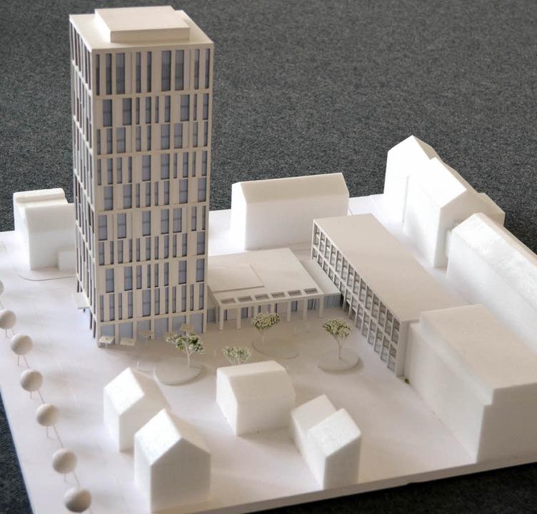 Hotel-Modell: Mit einem Turm von etwa ...geren Arbeitsaufenthalt in der Region.  | Foto: Nikolaus Trenz
