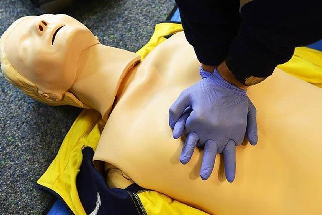Polizisten helfen bei Reanimation – junge Frau gerettet