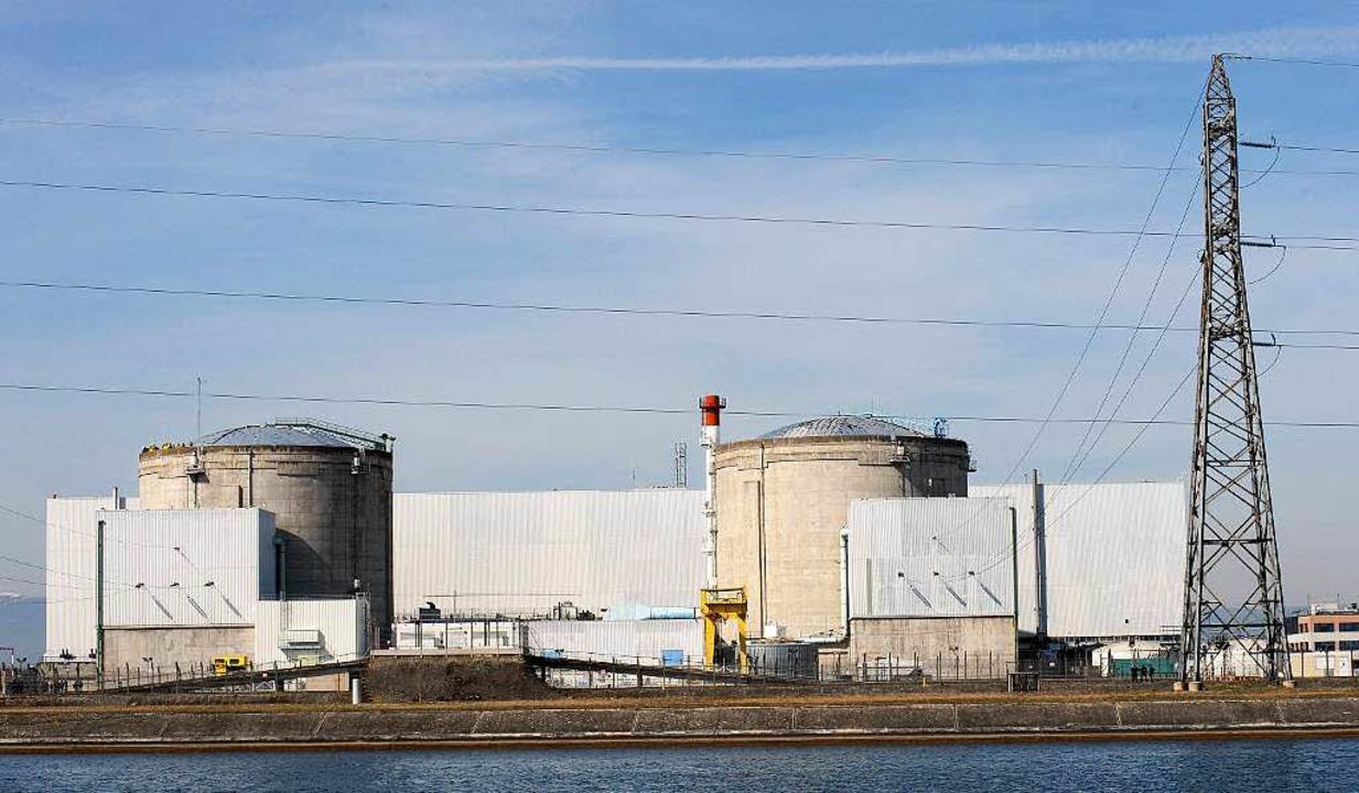 Französische Politiker wollen das Atom...k Fessenheim partout nicht stilllegen.  | Foto: dpa
