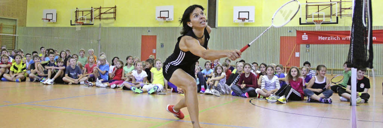 Vorbild(lich): Nicole Grether (vorne) ...ut spielen zu können wie die  Profis.   | Foto: Monika Weber